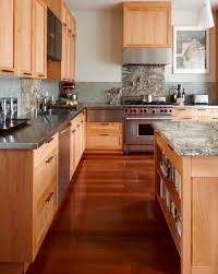 Kitchen Design Countertops by Best 25 Maple Kitchen Cabinets Ideas On Pinterest Craftsman