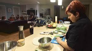cuisine a domicile reglementation s offrir un chef à la maison bien dans assiette ici radio