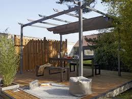 pergola avec toile retractable terrasse couverte 12 solutions légères pour se mettre à l ombre