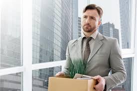 emploi de bureau homme sans emploi se tenant dans le bureau photo stock image