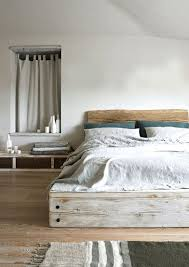 Make Wood Platform Bed by Best 25 Reclaimed Wood Bed Frame Ideas On Pinterest Reclaimed