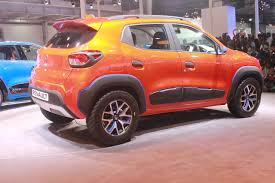renault kwid red colour auto expo 2016 renault unveils kwid 1 0 l amt along with climber