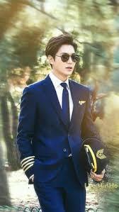 film korea hot terkenal the legend of the blue sea drops still cuts of lee min ho looking