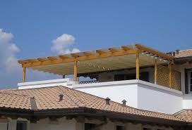 tettoia in legno per terrazzo struttura pergolato legno o ferro