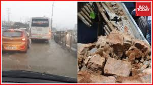 4 people died after wall collapse due to heavy rains in hyderabad