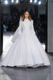 robe de mariã e haute couture haute couture des robes de mariée sculpturales et féeriques