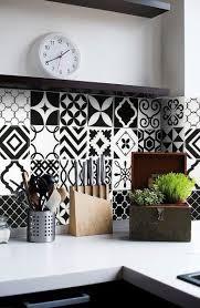 carrelage mural cuisine pas cher le carrelage adhésif carreaux de ciment un relooking facile pas