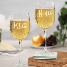 wine glass with initials we found 8 great gifts for the today show s fans