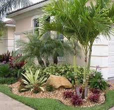 Modern Front Yard Desert Landscaping With Palm Tree And 50 Florida Landscaping Ideas Front Yards Curb Appeal Palm Trees 6