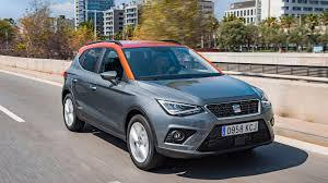 seat arona 1 0 se technology 2017 review by car magazine