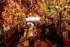 Rolfs Nyc Christmas Festive Nyc Restaurant Decks Their Halls With 60 000 Worth Of