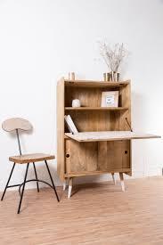 bureau relevable bureau secrétaire scandinave un joli et astucieux bureau avec