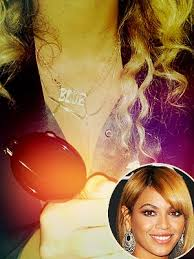 baby name plate necklace oh baby beyoncé wears blue nameplate necklace babies