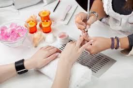 choosing between gel nails and acrylic nails