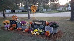 gravesite decorations how to decorate a grave site with pictures wikihow
