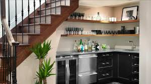amenagement cuisine petit espace aménagement sous escalier propositions originales basements