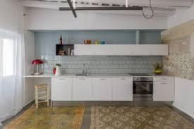 cuisine appartement parisien renovation électrique d une cuisine en bois dans 17