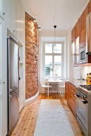cuisine sur un pan de mur comment aménager une cuisine en longueur types avantages et astuces