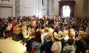 parrocchia ghiaie di bonate madonna delle ghiaie duemila persone per l addio ad adelaide