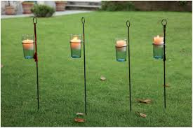 bougie jardin une décoration de jardin pleine de charme avec des bougies sur