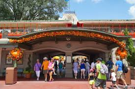 professional halloween decorating services magic kingdom u0027s fall halloween decorations 2014 photo 1 of 37