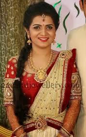 telugu tv anchor divya darshini wearing temple jewellery at their