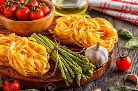 cuisiner asperges fraiches produits pour la cuisine asperges fraîches pâtes tomates ail