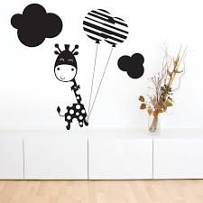 stickers girafe chambre bébé le stickers girafe émerveille l enfant