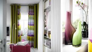 plan chambre ikea chambre à coucher avec rideaux et tissu ikea gros plan sur vases