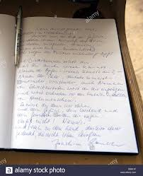 memorial guest book the entry into the guest book at the yad vashem memorial by german