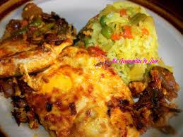 plat cuisiné rougail oeufs œufs sur le plat cuisiné dans une sauce rougail