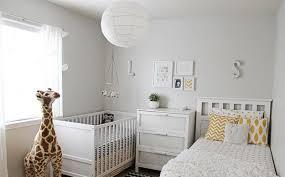 chambre la girafe chambre enfant chambre bébé mixte blanc jaune girafe chambre de