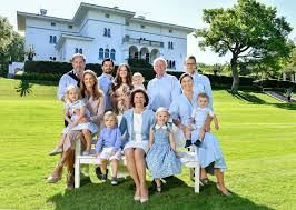 the swedish royal family releases a full family photo