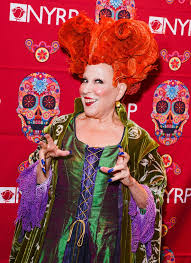 hocus pocus halloween costume bette midler celebrates halloween at her annual hulaween party