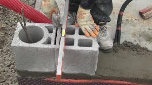 bloc de pierre pour mur maison bbc en bloc béton n 2 montage des murs youtube