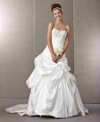 budget wedding dresses 21 gorgeous wedding dresses from 100 to 1 000