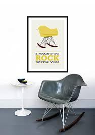 chaise à bascule eames eames affiche mid century modern chaise chaise bascule par yumalum