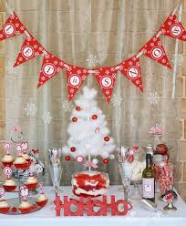 Simple White Christmas Decorations by 23 Christmas Party Decorations That Are Never Naughty Always Nice