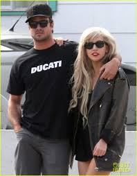 lady gaga u0026 taylor kinney pda photo 2613074 lady gaga taylor