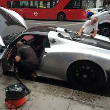 golden super cars chaos in knightsbridge as porsche 918 spyder is washed on brompton