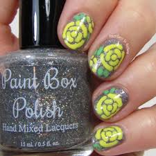 mix of yellow and silver for chic summer nail art style motivation