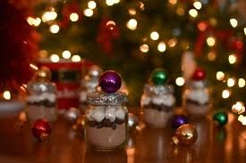 favors using baby food jars and ornaments