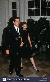 Carolyn Bessette John Kennedy Jr And Wife Carolyn Bessette Arrive At The White