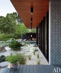 modern outdoor space by jonathan adler and gray organschi