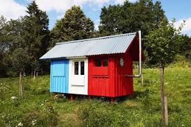 french flag u0027 tiny prefab house costs 1 200 can be built in 3