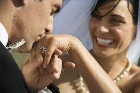 welcher verlobungsring an welcher trägt die verlobungsringe tipps infos