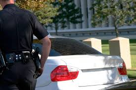 why do cops touch tail lights this is why cops touch your car s tail light during traffic stops
