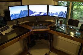 boitier ordinateur de bureau diy un magnifique bureau informatique monté sur vérins semageek