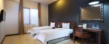 Twin Bed Hotel by Hotels In Denpasar Bali Room Accommodation Praja Hotel Bali