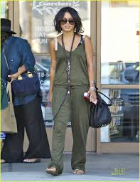 vanessa hudgens manicure with mom and stella photo 2582382